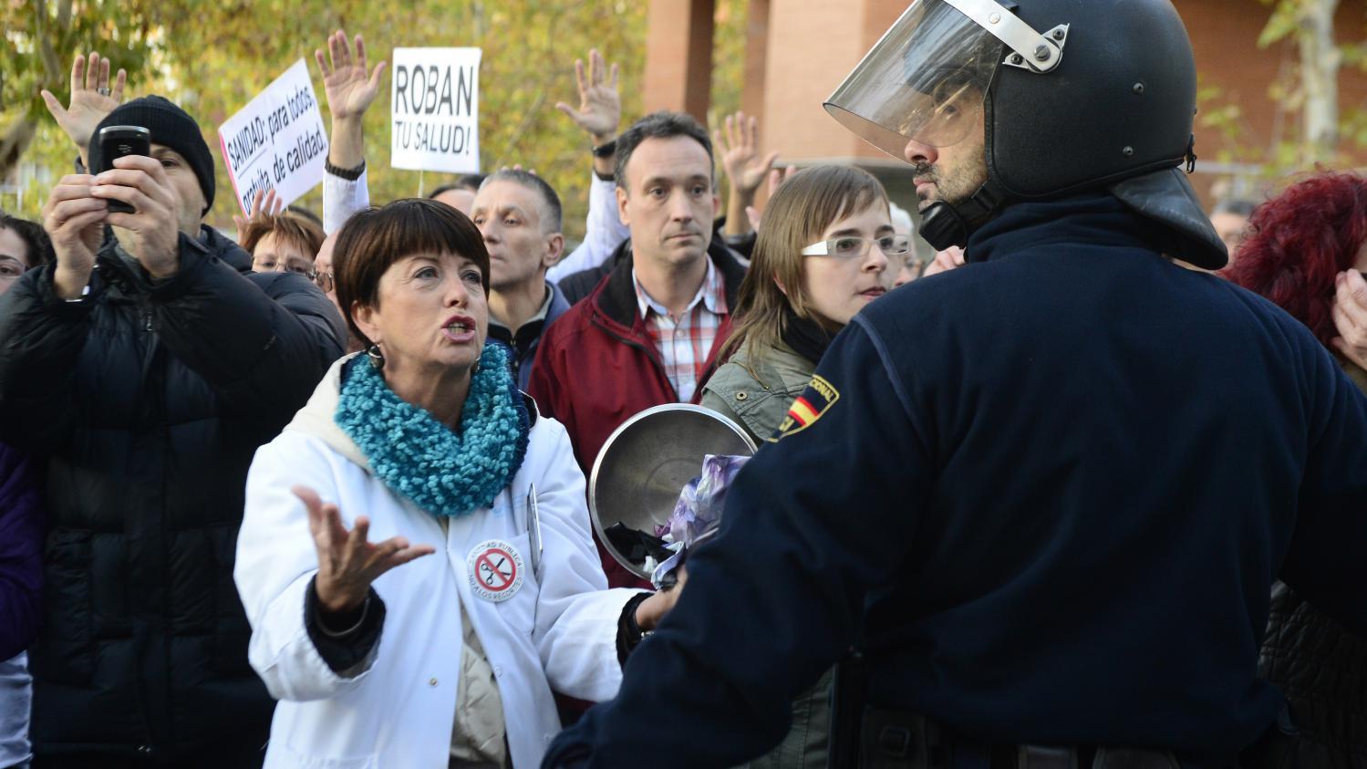espagne  m u00e9decins et infirmiers d u00e9filent contre la  u0026quot privatisation u0026quot