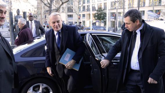 Le Premier ministre, Jean-Marc Ayrault, arrive pour la conférence nationale contre la pauvreté, le 11 décembre 2012 à Paris.