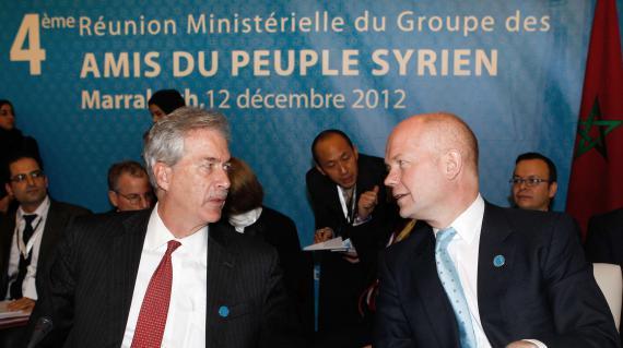 Le secrétaire d'Etat adjoint des Etats-UnisWilliam J. Burns et le ministre britannique des affaires étrangèresWilliam Hague, à la conférence des Amis de la Syrie, le 12 décembre 2012.
