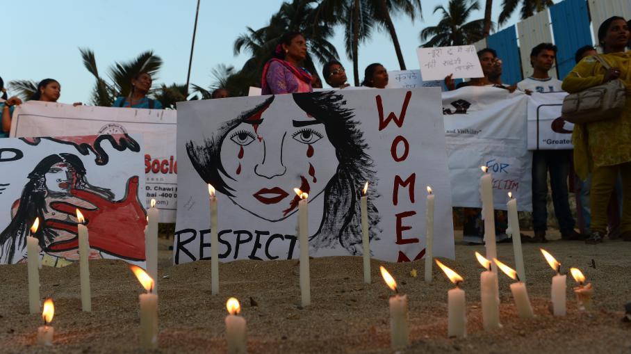 l 39 tudiante victime d 39 un viol collectif en inde lutte contre la mort. Black Bedroom Furniture Sets. Home Design Ideas