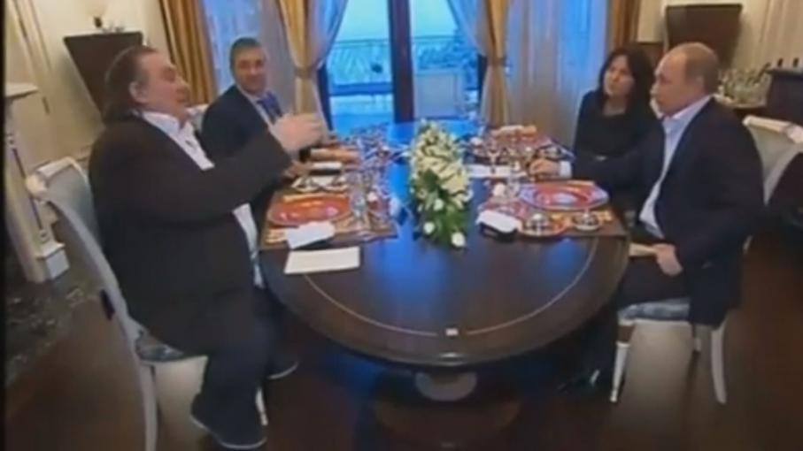 video depardieu rencontre poutine en russie. Black Bedroom Furniture Sets. Home Design Ideas