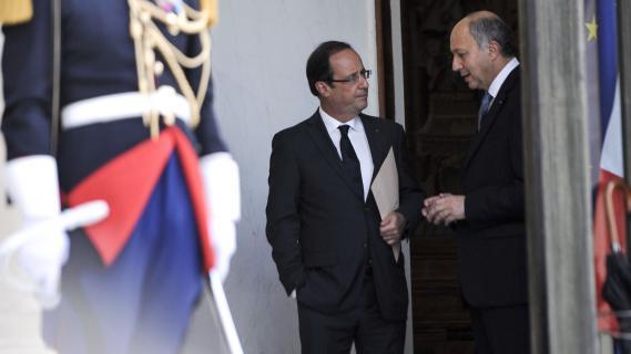 Le président de la République, François Hollande, et le ministre des Affaires étrangères, Laurent Fabius, sur le perron de l'Elysée, le 29 juin 2012.