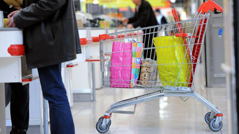 supermarch s hyper hard discount qui est le moins cher. Black Bedroom Furniture Sets. Home Design Ideas