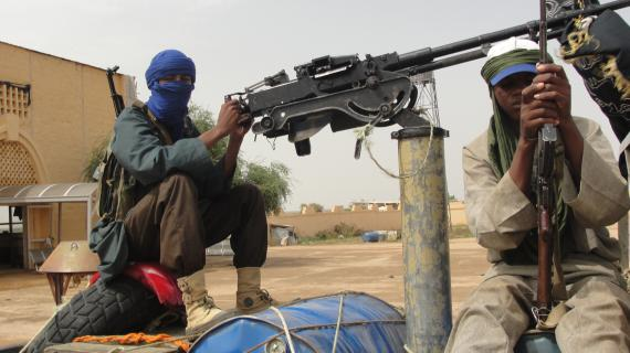 Des islamistes du Mujao, à l'aéroport deGao (Mali), le 7 août 2012.