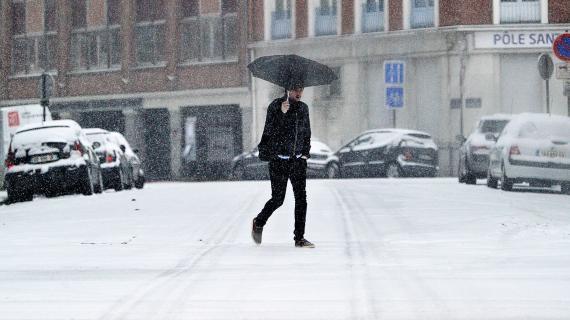 Une rue enneigée de Lille (Nord), le 20 janvier 2013.