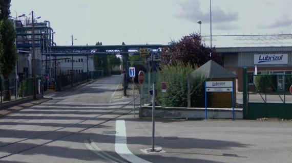 L'usine Lubrizol, à Rouen (Seine-Maritime), est à l'origine d'émanations nauséabondes, dans la nuit du 21 au 22 janvier 2013.