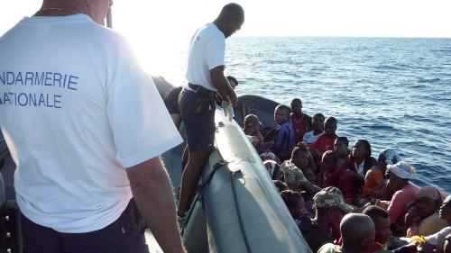 Le journal des Outre-mers. Nouveau naufrage d'un kwassa-kwassa à Mayotte : 3 morts, 3 disparus, 12 survivants