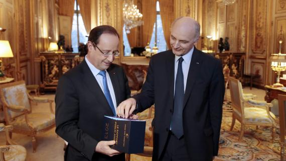 Le président de la République François Hollande (à gauche) et le président de la Cour des comptes, Didier Migaud (à droite), le 11 février 2013.