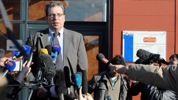 Le PDG de Spanghero, Barthélémy Aguerre, lors d'une conférence de presse devant l'entreprise à Castelnaudary (Aude), le 25 février 2013.