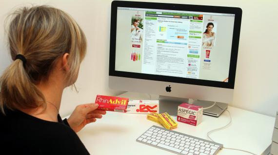 Le Conseil d Etat a assoupli le commerce en ligne à tous les médicaments vendus sans ordonnance en retoquant un article du Code de santé publique, vendredi 15 février 2013.