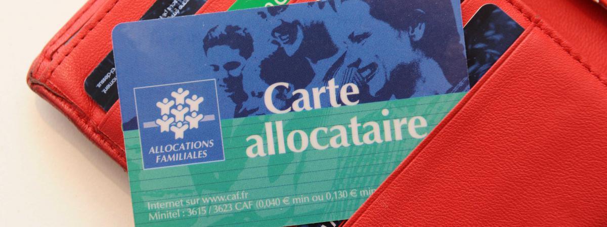 L\'éventualité d\'une fiscalisation des allocations familiales, évoquée dimanche 17 février 2013 par Didier Migaud, premier président de la Cour des comptes, fait débat.