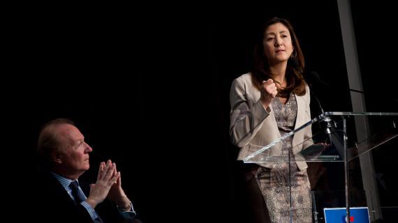 L'ex-otage colombienne des Farc, Ingrid Betancourt, à la tribune du colloque des Amis de Nicolas Sarkozy, le 20 février 2013 à Paris. A g., l'ancien ministre de l'IntérieurBrice Hortefeux.