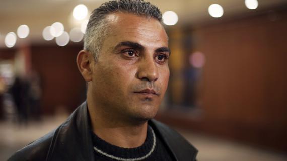 Le documentariste Emad Burnat photographié à Ramallah (Cisjordanie), le 28 janvier 2013.