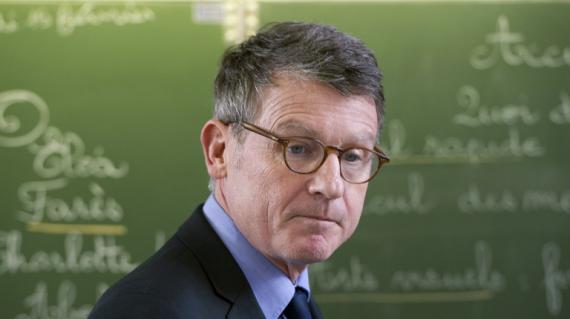 Vincent Peillon, ministre de l'Education, visite une école à Bourges (Cher) le 15 février 2013.