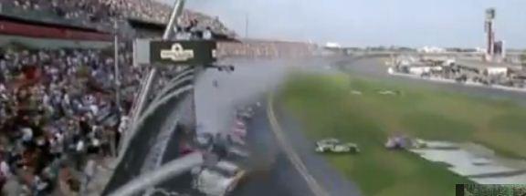 De Le Carambolage La Nascar Circuit Sur Daytona IYf7gyb6v