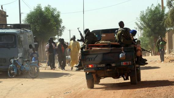 Des soldats maliens patrouillent à Kidal (Mali), le 30 janvier 2013.