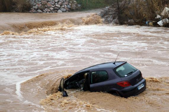 Une automobiliste a été emportée par la crue du Réart, un petit cours d'eau près de Perpignan (Pyrénées-Orientales), le 6 mars 2013.