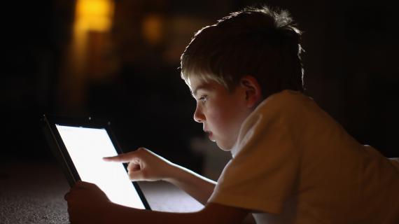 Une enquête européenne réalisée en janvier 2012 montre qu'en France, les 9-16 ans passent en moyenne deux heures par jour sur internet.