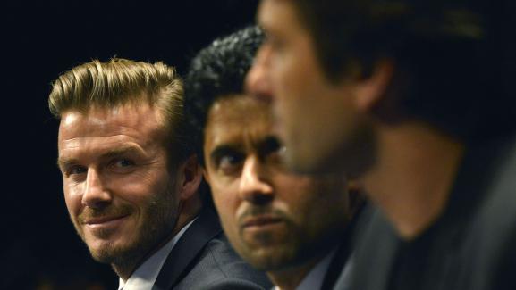 David Beckham (à gauche) aux côtés de Nasser Al-Khelaïfi, président du PSG, et Leonardo, le directeur sportif, le 31 janvier 2013, au Parc des Princes.