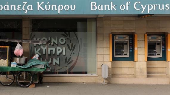 Des distributeurs de la Bank of Cyprus, une des principales banques chypriotes en difficulté, le 11 avril 2013 à Nicosie (Chypre).