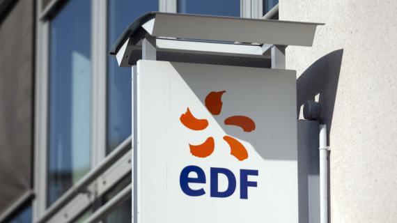 Une enseigne EDF à Paris, le 3 avril 2012.