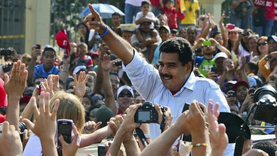 Nicolas Maduro au milieu de sympathisants, le 14 avril, dans la capitale Caracas (Venezuela).