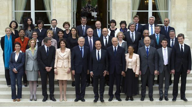 La photo de famille du gouvernement, prise le 17 mai 2012 au palais de l'Elysée.