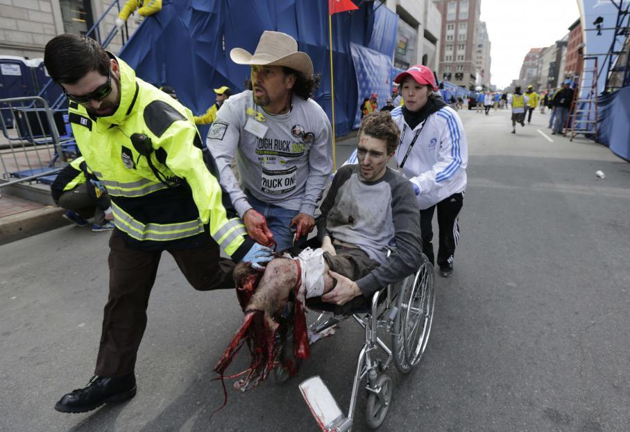 Un homme à la jambe déchiquetée est évacué en urgence.