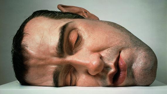 """Un autoportrait de l'artiste, """"Mask II"""", 2001. Matériaux divers. Anthony d'Offay, Londres."""