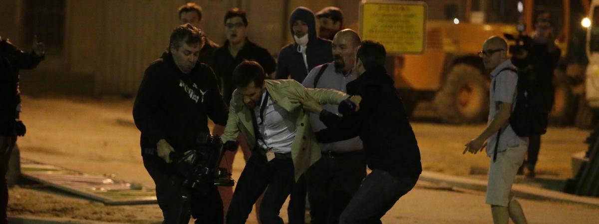 un cameraman a eacuteteacute pris agrave partie par des opposants au mariage - Cameraman Mariage Lille