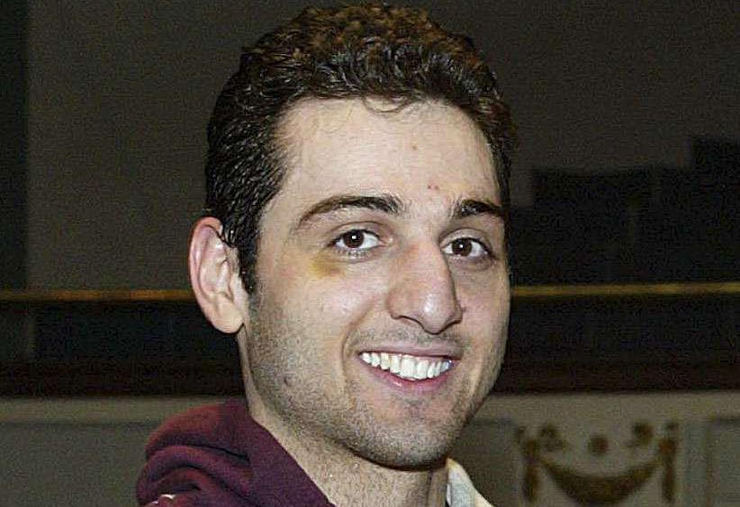 Parmi les deux suspects qui ont déposé des sacs à dos au sol avant l'explosion, un frère aîné,Tamerlan Tsarnaev, que les force de l'ordre auraient abattu dans la nuit du 18 au 19 avril 2013.