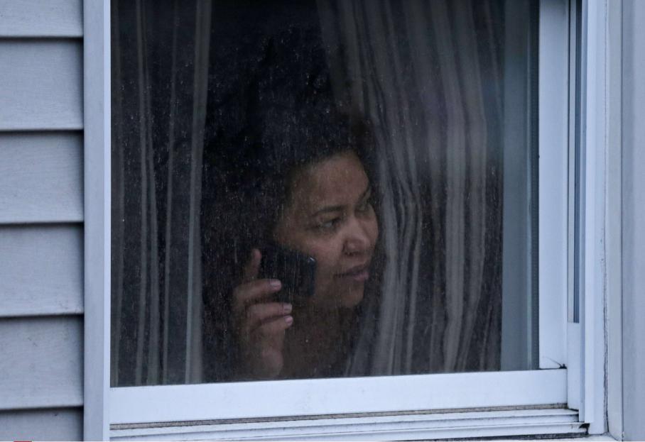 """""""Restez chez vous, porte fermée à clé et n'ouvrez qu'aux policiers"""", a conseillé le maire."""