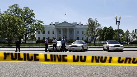 Les mesures de sécurité ont été renforcées autour de la Maison Blanche, à Washington (Etats-Unis),depuis les attentats de Boston du 15 avril 2013.