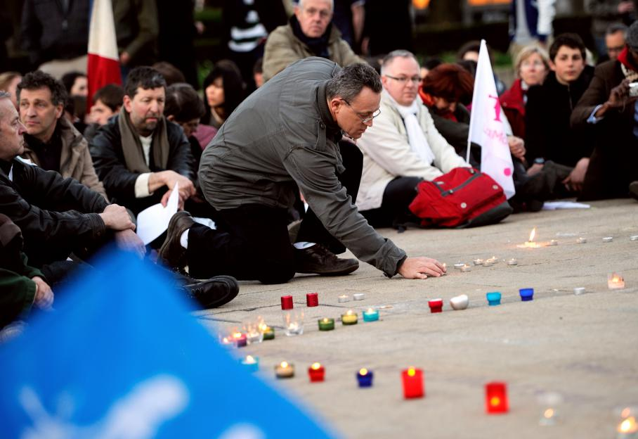Des opposants au mariage pour tous se sont rassemblés à Lille (Nord), après le vote du texte à l'Assemblée, mardi 23 avril.