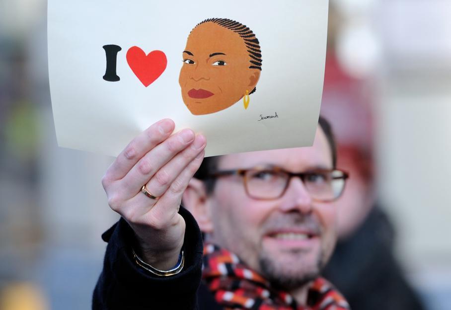 Comme depuis le début des débats à l'Assemblée nationale, la garde des Sceaux Christiane Taubira est célebrée, dans les cortèges des partisans de la loi, ici à Lille.