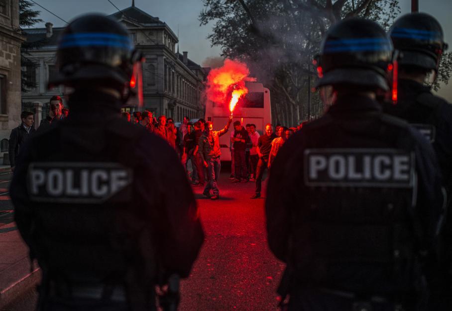 A Lyon, quinze personnes ont été interpellée. Des extrémistes, mêlés aux opposants, ont essayé de bloquer les accès à l'autoroute, près du tunnel de Fourvière, selon la prefecture.