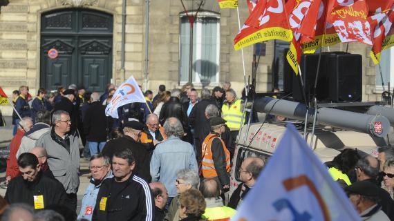 Des manifestants au Mans (Sarthe), le 20 mars 2012.