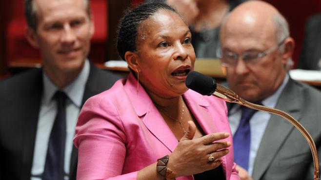 Christiane Taubira répond aux députés lors des questions au gouvernement, à l'Assemblée nationale (Paris), le 24 avril 2013.