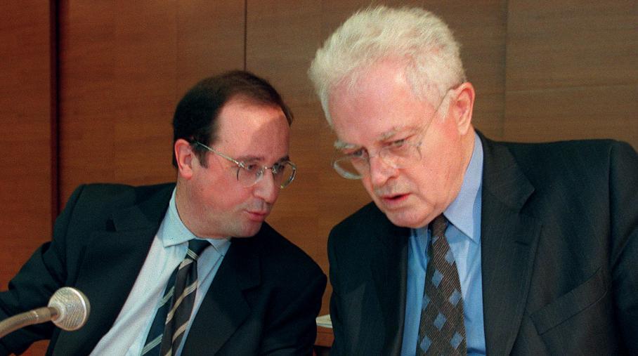 François Hollande et Lionel Jospin, alors premier secrétaire du PS et Premier ministre, le 28 mars 1998 à Paris.