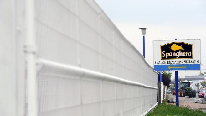 Devant l'usine Spanghero, à Castelnaudary, le 26 avril 2013.