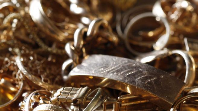 C'est en volant des détails de bijoux et des maillons de chaînes qu'un employé de bijouterie a amassé près de 4 kg d'or.