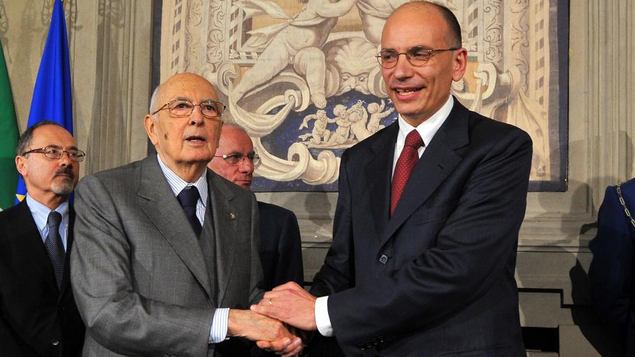 EnricoLetta (D), futur chef du gouvernement italien et le président italienGiorgio Napolitano, le 27 avril 2013 à Rome.