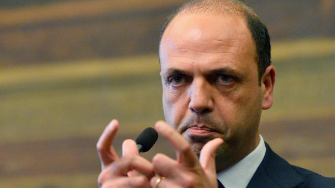 Angelino Alfano, proche de Berlusconi et président du Parti de la Liberté (droite), le 25 avril 2013 à Rome.