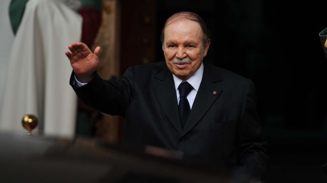 Le président algérien, Abdelaziz Bouteflika, lors de la visite de l'émir du Koweïtà Alger (Algérie), le 14 janvier 2013.