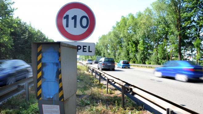 Le long d'une autoroute, dans le Nord, en juin 2011.