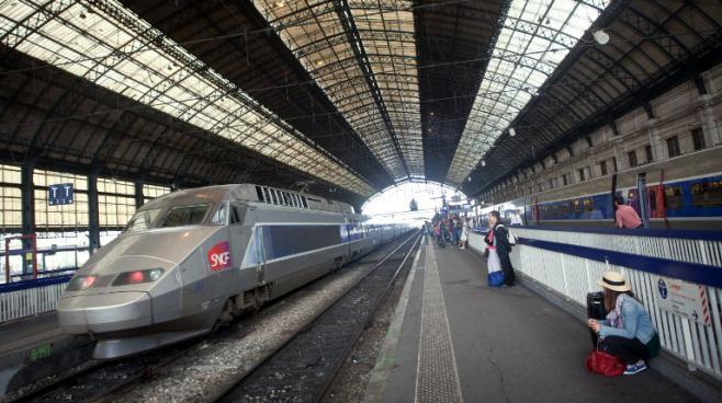 Un TGV en gare de Bordeaux (Gironde), le 9 juillet 2012. La future LGV doit relier la ville à l'Espagne.