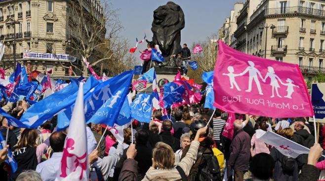 Des participants à la Manif pour tous le 21 avril 2013 à Paris.
