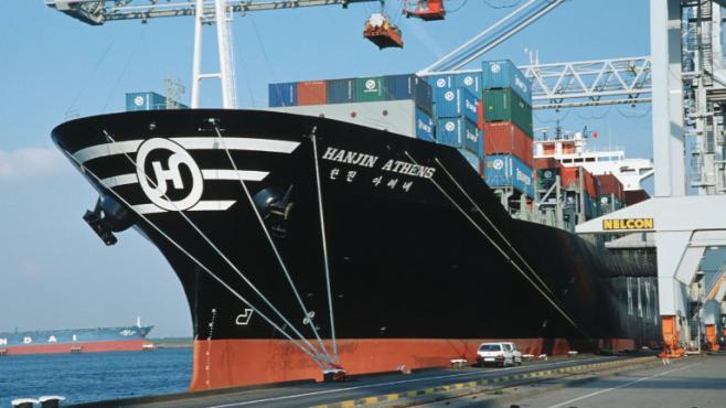 Le port de Rotterdam le 16 décembre 2011.Une torpille remplie de 100 kilos de cocaïne fixée à la coque d'un cargo y a été découverte en avril 2013.