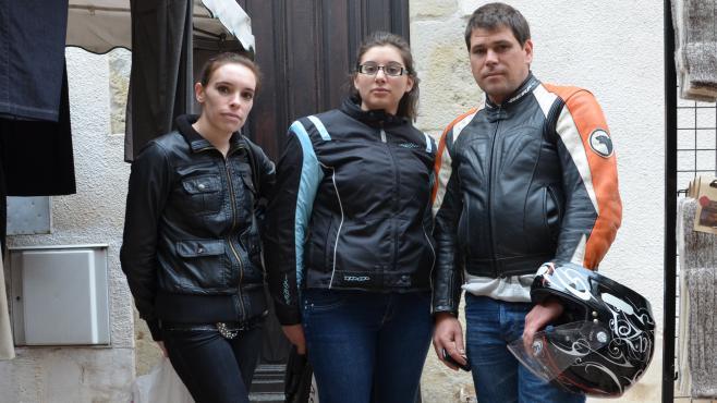 Elodie, Marine et Christophe, le 4 mai 2013 sur le marché de Villeneuve-sur-Lot (Lot-et-Garonne)