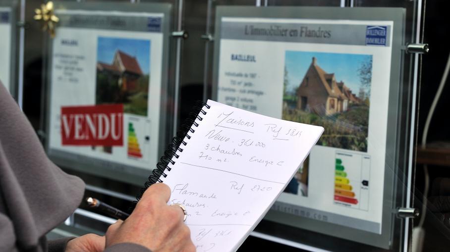 Les taux d'intérêt des crédits immobiliers accordés aux particuliers par les banques en France ont atteint, en avril 2013, un nouveau plus bas historique, à 3%, selon une étude de l'Observatoire Crédit Logement/CSA publiée lundi 6 mai 2013.